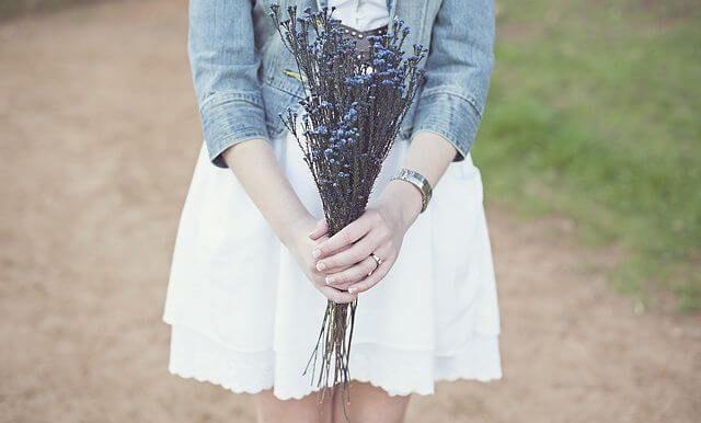白いスカートの女子